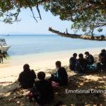 石垣島の浜辺でお昼休憩。